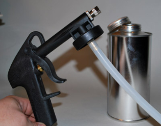Walcom Shutz Gun with 1-Quart Plastic Bottle